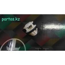 Крепление накладки наружнего порога, W 212