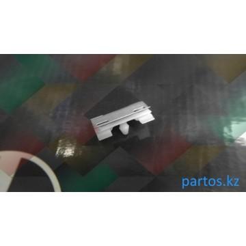 Клипса крепления уплотнителя стекла, Bmw E38