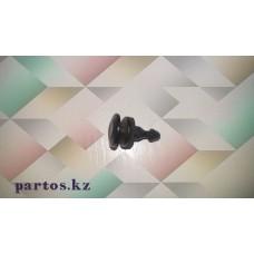 Клипса надкрылка (black),Terrano 93-2006